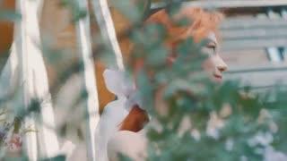 کانسپت ویدئو منتشر شده از سانا برای نهمین مینی آلبوم توایس با عنوان MORE & MORE