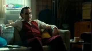 سکانس فیلم سینمایی جوکر ، آماده شدن آرتور (واکین فینیکس) برای مصاحبه تلویزیونی