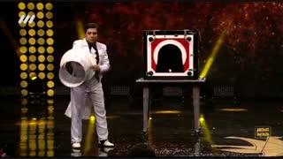 اجرای تماشایی شعبده بازی گروه مردان سیاهپوش در فصل دوم عصر جدید