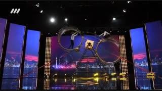 اجرای دیدنی حرکات نمایشی مصطفی حسن لو در فصل دوم عصر جدید